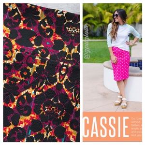 NWT LulaRoe printed Cassie fitted skirt SZ S
